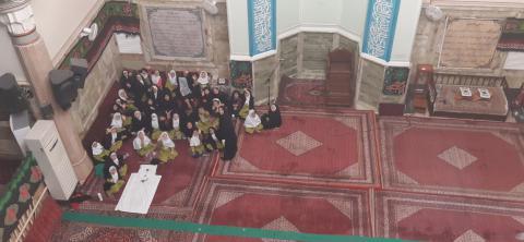 """<p dir=""""RTL"""">برای تدریس درس &laquo;مسجد محله&zwnj;ی ما&raquo; کتاب فارسی و آشنایی با فعالیت&zwnj;های مسجد، با بچه&zwnj;ها به مسجد فائق رفتیم...</p><p>&nbsp;</p>"""